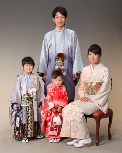お子様の七五三の時は、ご家族様揃って着物を着用して記念写真を!